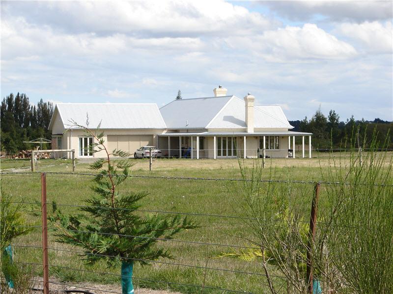 Farmhouse okuku high country homes for Country house com
